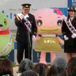 埼玉県吉川署で佐々木健介さんと北斗晶さん夫妻を一日警察署長に