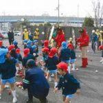 奈良県橿原署が園児を招いて「交通安全豆まき大会」