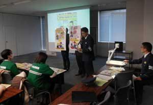 愛知県警がコンビニ外国籍従業員に防犯訓練