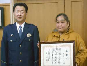 佐賀県鳥栖署ではコンビニ従業員の振り込め詐欺阻止に感謝状贈呈