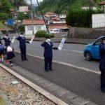 島根県川本署が通学路で独自の街頭活動「敬礼作戦」