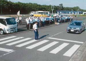埼玉県警で横断歩行者妨害違反等の教養を実施