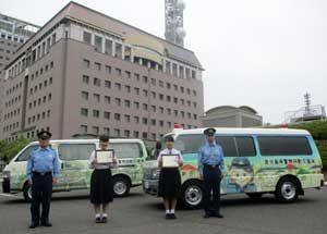 鹿児島県警で新デザインの移動交番車お披露目式