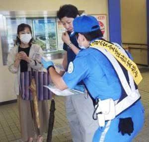 岐阜県警高速隊がサービスエリアで「あおり運転撲滅」の広報活動