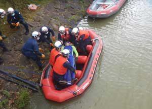 愛媛県警機動隊が水害を想定した災害警備訓練