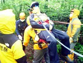 山形県小国署で新型コロナ感染の山岳遭難者救助訓練
