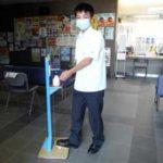 鹿児島県鹿児島南署に高校生が手作り消毒スタンド贈る
