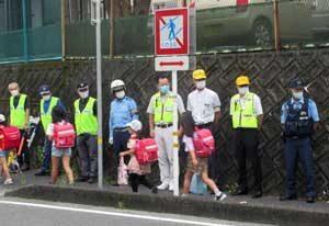 岐阜県中津川署が横断禁止標識に平仮名で「わたるな」表記