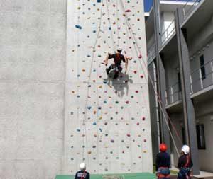 熊本県阿蘇署で県警山岳救助隊が訓練を実施