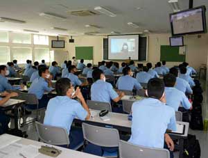 長野県警が警察学校で語学のオンライン授業を実施