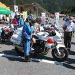 岐阜県揖斐署と滋賀県木之本署が道の駅でバイクの交通安全啓発活動