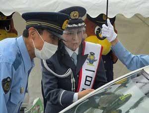 石川県七尾署では地元出身のメゾソプラノ歌手・鳥木弥生さんを一日警察署長に