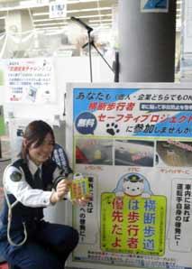 岡山県岡山西署で「たま警視」の吸着ターポリンを製作