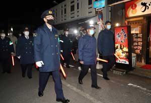 富山県警で年末の合同パトロール出発式