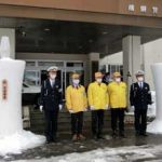 岐阜県飛騨署が交通安全の雪像ろうそくの贈呈受ける