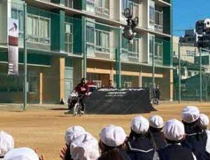 岡山県警が自転車競技選手による交通安全教室を開催
