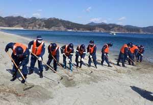 岩手県釜石署が震災行方不明者の海中・海岸捜索を実施