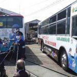 愛知県豊橋署が警察広報ラッピングを路面電車からバスに引き継ぎ
