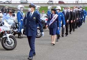 埼玉県警が女優・大幡しえりさんと交通安全運動の出発式