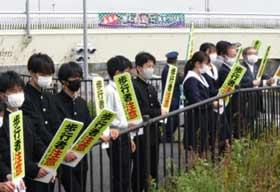 愛知県天白署で高校生と協力した交通安全啓発活動