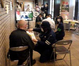 奈良県天理署が新型コロナワクチンの接種会場で防犯・交通安全指導