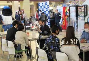 福岡県大牟田署がイオンモールで県警察採用募集イベント開く