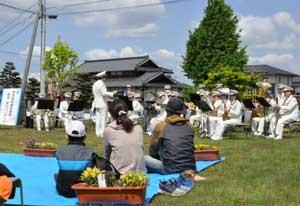 熊本県警音楽隊が災害公営住宅で「安全・安心コンサート」開く