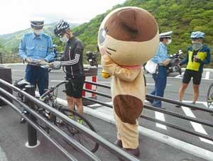 神奈川県小田原署と松田署で自転車・二輪車の事故防止キャンペーン