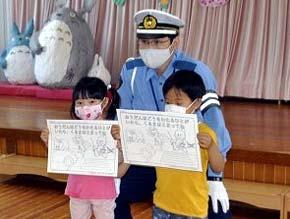 富山県氷見署で「交通安全ぬり絵」を保育園・幼稚園に配布
