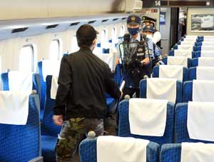 愛知県警鉄警隊が新幹線を使用した緊急事態対処合同訓練を実施