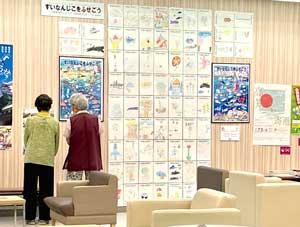 高知県高知署が地元小学生制作の水難防止ポスターを地元量販店で掲示
