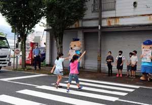 高知県警で歩行者優先の「あいさつ県民運動」を展開