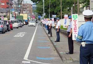 福岡県久留米署で「通学路エスコート作戦」を実施
