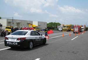 佐賀県警高速隊が関係機関と交通規制訓練を実施