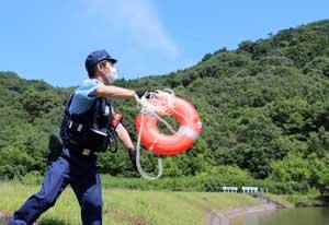 岡山県警機ら隊が水難救助活動の訓練実施