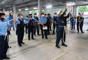 香川県丸亀署の交番・駐在所員で災害時の手信号・ロープ結索訓練