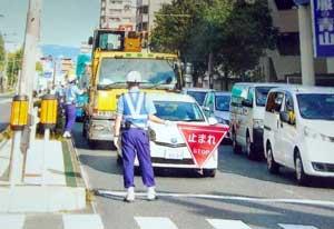 大阪府住吉署が児童の通学路対策で交通検問行う